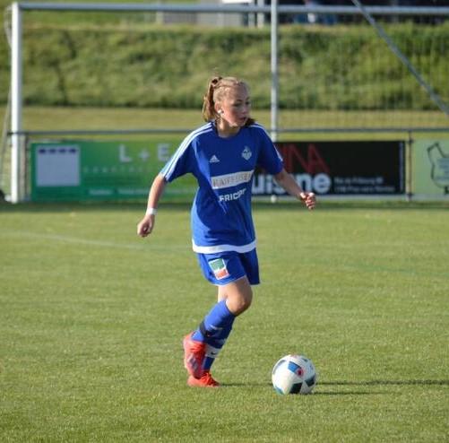 KLEA BELULI, 15 ANS UNE JEUNE ADO QUI MURMURE A L'OREILLE DU FOOTBALL...